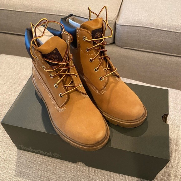 Boys Classic Wheat Boots Size 4